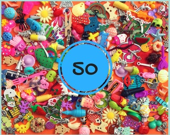 Mix of 50 I spy trinkets objects miniatures