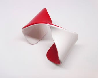 1960s Two Toned Red White Laminated Plastic Mobius Twist Cuff