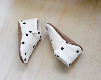 soft soled baby shoes / loafers / DOTS