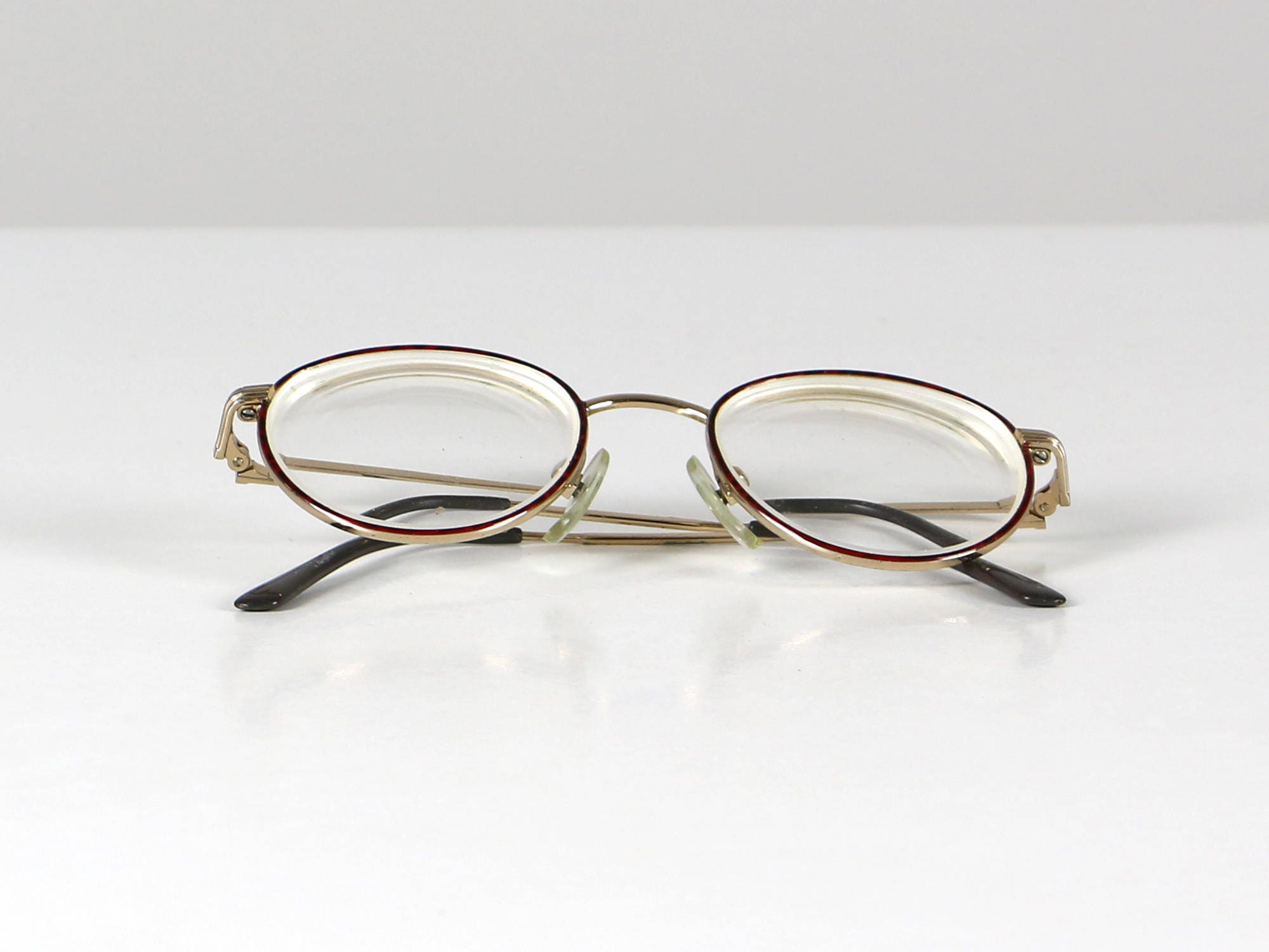 959e8f7455 Red round glasses