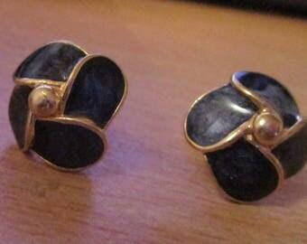 "vintage goldtone pair of dainty clip on earrings black enamel 3/4""across in great condition"