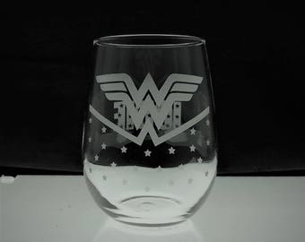 Wonder Woman Wine Glass - Super Hero - 2 Designs Available - 2 Glass Styles Available - Custom Name Option