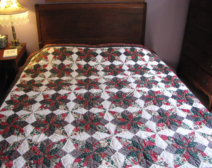 Christmas Quilt Hand Quilted Green and Red Quilts Vintage Linens