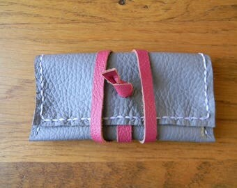 Cute clutch CB grey mouse/pink leather strap closure