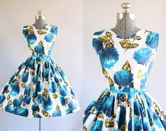Vintage 1950s Dress / 50s Cotton Dress / Blue Floral Print Dress w/ Ribbon Waist Tie M