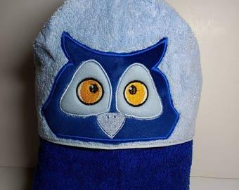 Hooded towel with owl peeker.