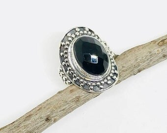 10% Fasceted Black Onyx ring set in sterling silver 925. Size - 6. Natural authentic fascted black onyx stone. Satisfaction guaranteed .