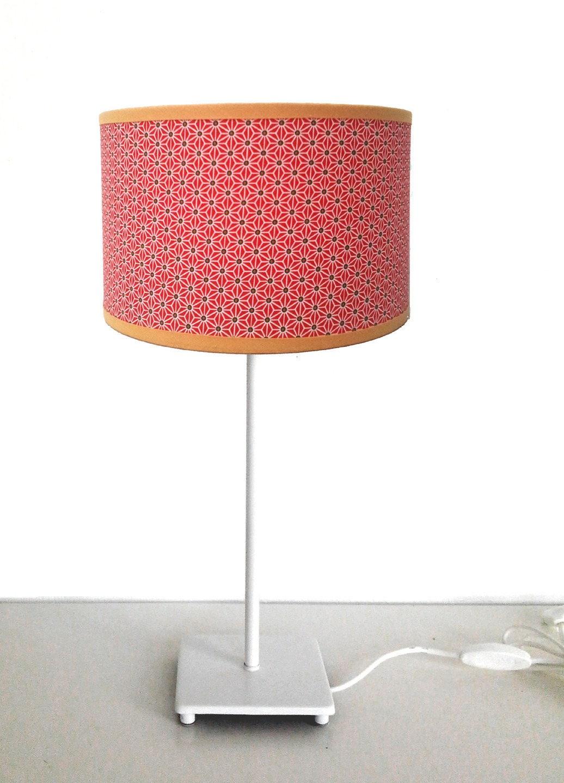 petit abat jour tissus motif etoiles blanches sur fond rouge. Black Bedroom Furniture Sets. Home Design Ideas