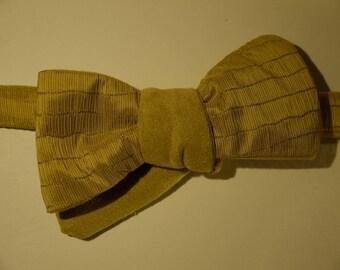 Bow tie reversible man