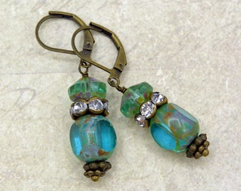 Grass between my toes - Vintage style earrings with Czech glass beads
