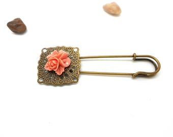 Bronze brooch pin vintage dusty pink flower cabochon