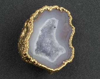 Vintage gold plated geode pendant with bail. b19-717(e)