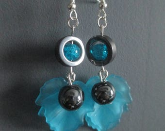 """Earrings """"Sia"""" Hematite and crackled glass beads"""