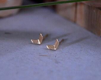 Arrow studs 10k gold, Dainty ear stud earring 10k gold,Minimalist gold arrow earring for women, Arrow ear stud white gold.