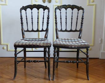 Paire de chaises Napoléon III en bois noirci et filets dorés. Meuble époque fin 19 ème.
