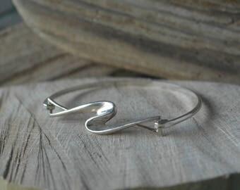 Vintage Scottish Sterling Silver Carrick Jewellers Limited Wave Bangle / bracelet