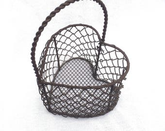 """Metal Wire Basket, Heart Shaped, Vintage Rusty Metal Basket, Bronze Colour, 5"""" x 5"""" x 7.5"""" Great for Display or Keeping Small Things Tidy!"""