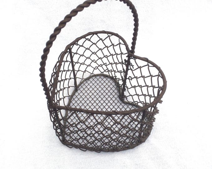 "Metal Wire Basket, Heart Shaped, Vintage Rusty Metal Basket, Bronze Colour, 5"" x 5"" x 7.5"" Great for Display or Keeping Small Things Tidy!"
