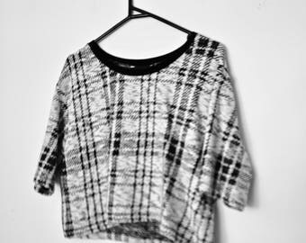 Vintage 1990s Black and White Plaid Checked Tartan Knit Crop T-shirt Top with Wide Sleeves