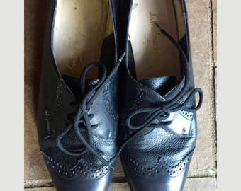 SALVATORE FERRAGAMO black leather oxford wingtip size 7.5