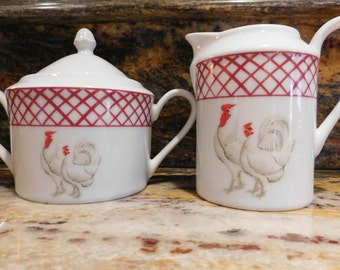 Vintage Roosters Creamer and Sugar Bowl, Excellent Condition