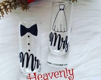 Mr. and Mrs. Shot Glasses // His & Hers // Shot Glass // Glitter Glass // Wedding Gift // Engagement Gift // Bachelorette // Anniversary