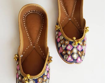 Pink and Navy Blue Punjabi Jutti with Mirrors and Bells - Slip On Ballet Flats with Mirrors, Blue Ballet Flats, Indian Jewlery, Indian Saree