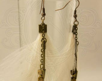 Earrings white ostrich feather and Pearl.