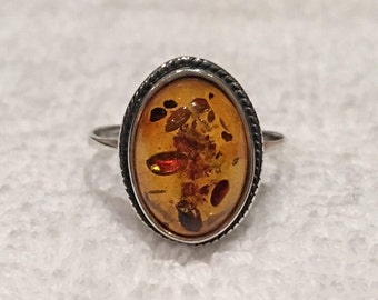 Gorgeous Vintage Sterling Silver and AMBER Ring-Mounted with NATURAL AMBER-Beautiful Oval Domed Shape-Size R -Us 8 & 5/8 - 2.70 grams