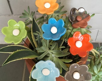 Flowers made of ceramic and enamel color