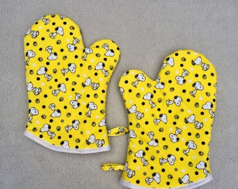 Snoopy and Woodstock Medium Oven Mitts