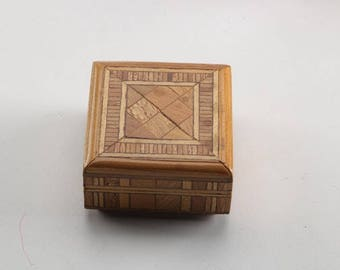 Vintage Wood Inlay Marquetry Trinket Box / Cloth Lined Wooden Jewelry Box
