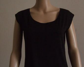 P' little simple black t-shirt, reversible front/back