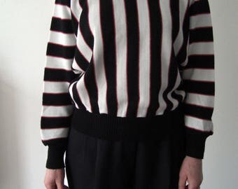 Vintage 80s sweater / batwing sleeves / striped black and white