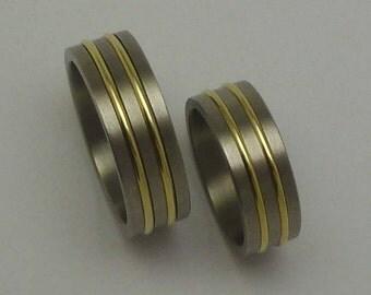 Titanium, 14 carat gold pair of rings, weddingrings, engagementrings.