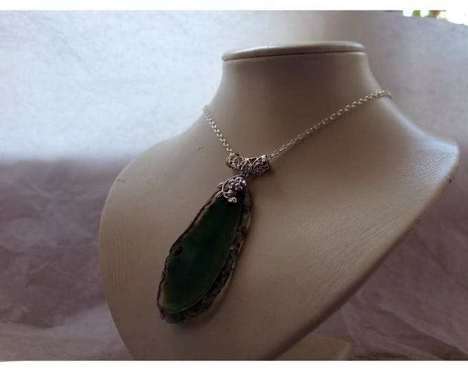 Green agate pendant - Large slice of semi precious stone