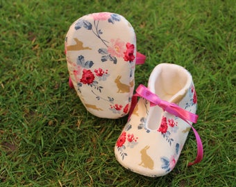 Shoes of baby rabbits and flowers-various sizes
