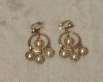 Gold Tone Pearl Type Circle Chandlier Earrings Clip On