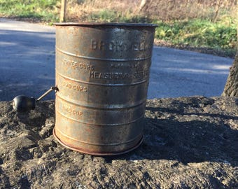 Mid Century Bromwell's 3 Cup  Measuring  Flour Sifter With Wooden Crank Handle Made in the USA,Collector Item