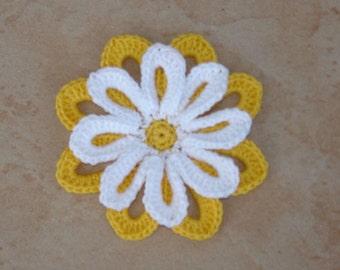 yellow and white Daisy crochet diameter 6.5 cm