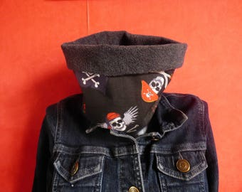 snood neck child boy or girl pirates/skulls and fleece scarf