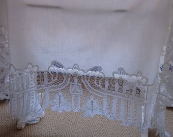 Beautiful Vintage Linen and Lace Tablecloth.