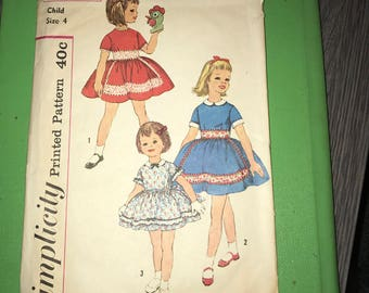 Vintage Sewing Pattern - 1960 Simplicity 3565 - Girls Dress Size 4