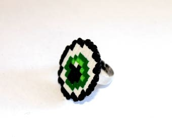 Ring beaded - look green