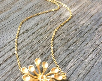 Necklace big flower in brass plated gold