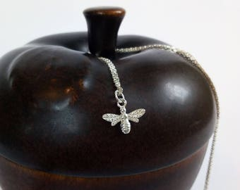 Bee necklace Sterling / Silver Bee necklace / minimalist Bee necklace / Tiny bee charm necklace / 45 cm chain Bee necklace