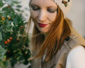 Woman knit hat, beanie, winter Mütze