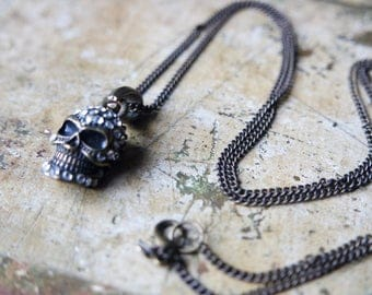 Chain with skull pendant