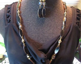 Necklace set in black,gold and crystal beads