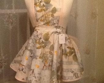 Bibbed floral apron